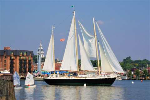Charter a boat in Annapolis