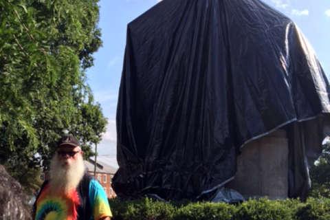 Va. man tries to cut down tarp covering Robert E. Lee statue in Charlottesville