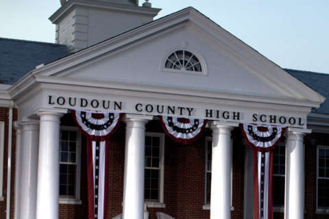 Loudoun Co. teacher accused of inappropriate communication with students