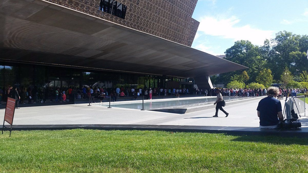 Crowds form outside of the National Museum of African American History and Culture. (WTOP/Kathy Stewart)