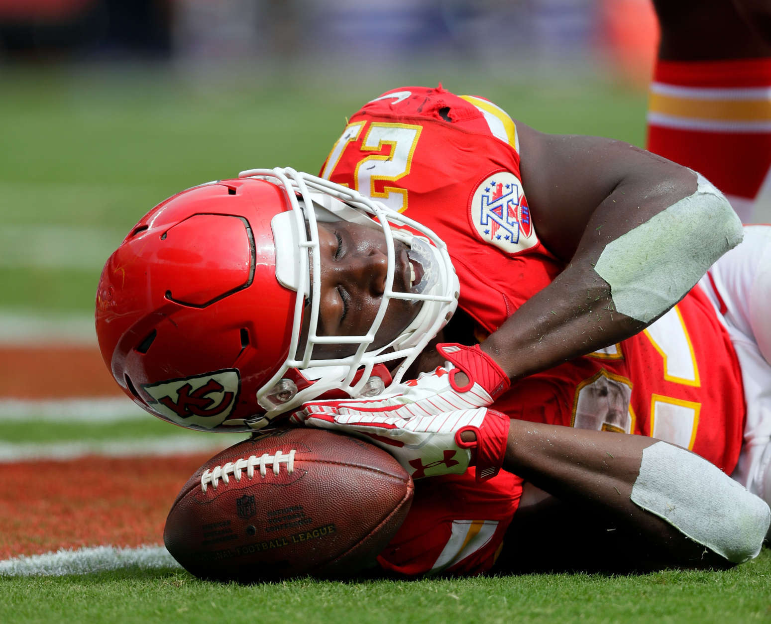 KANSAS CITY, MO - SEPTEMBER 17:  Running back Kareem Hunt #27 of the Kansas City Chiefs celebrates after scoring a touchdown during the game against the Philadelphia Eagles at Arrowhead Stadium on September 17, 2017 in Kansas City, Missouri.  (Photo by Jamie Squire/Getty Images)
