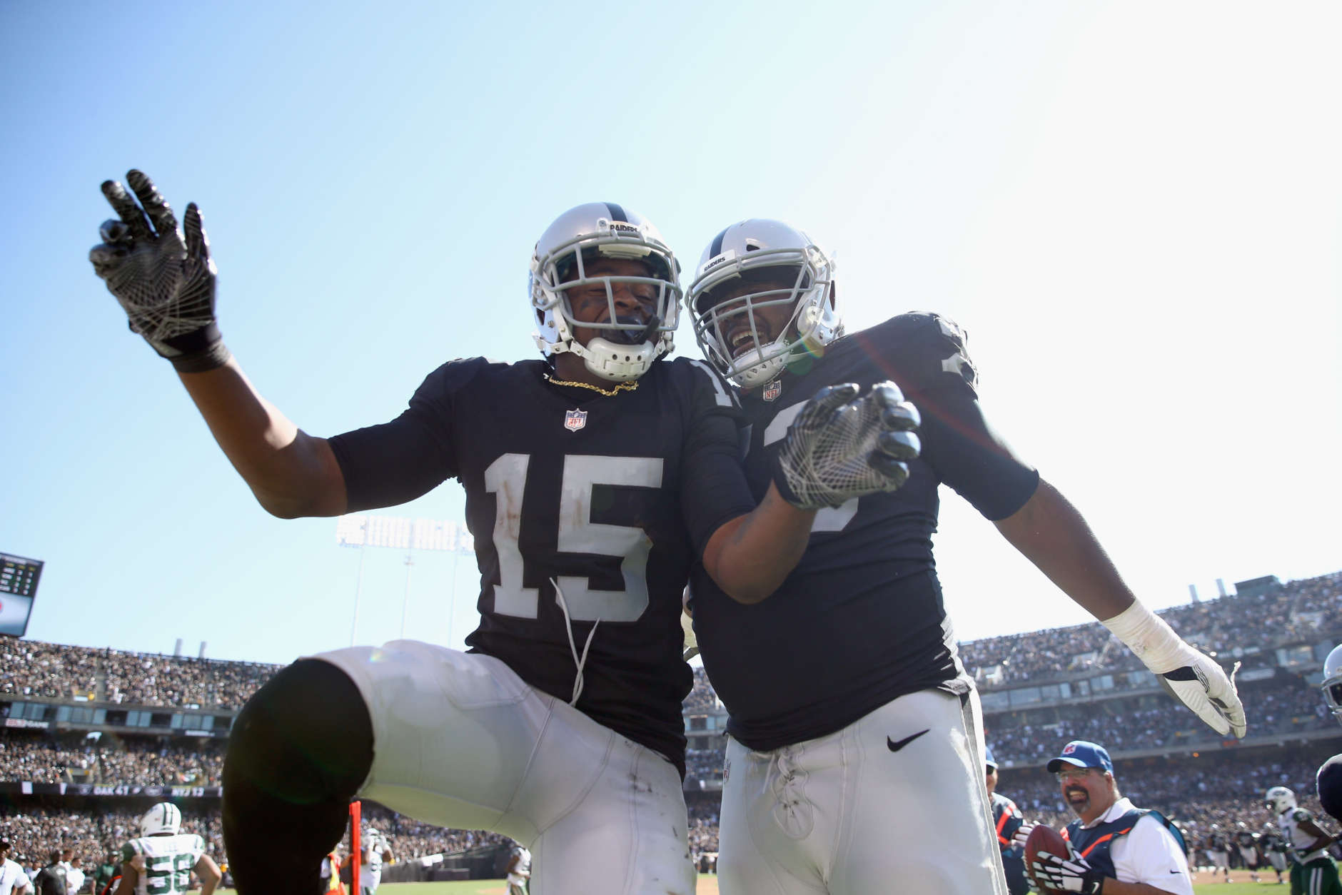 OAKLAND, CA - SEPTEMBER 17:  Michael Crabtree #15 of the Oakland Raiders celebrates with Marshall Newhouse #73 and he Crabtree scored a touchdown against the New York Jets at Oakland-Alameda County Coliseum on September 17, 2017 in Oakland, California.  (Photo by Ezra Shaw/Getty Images)