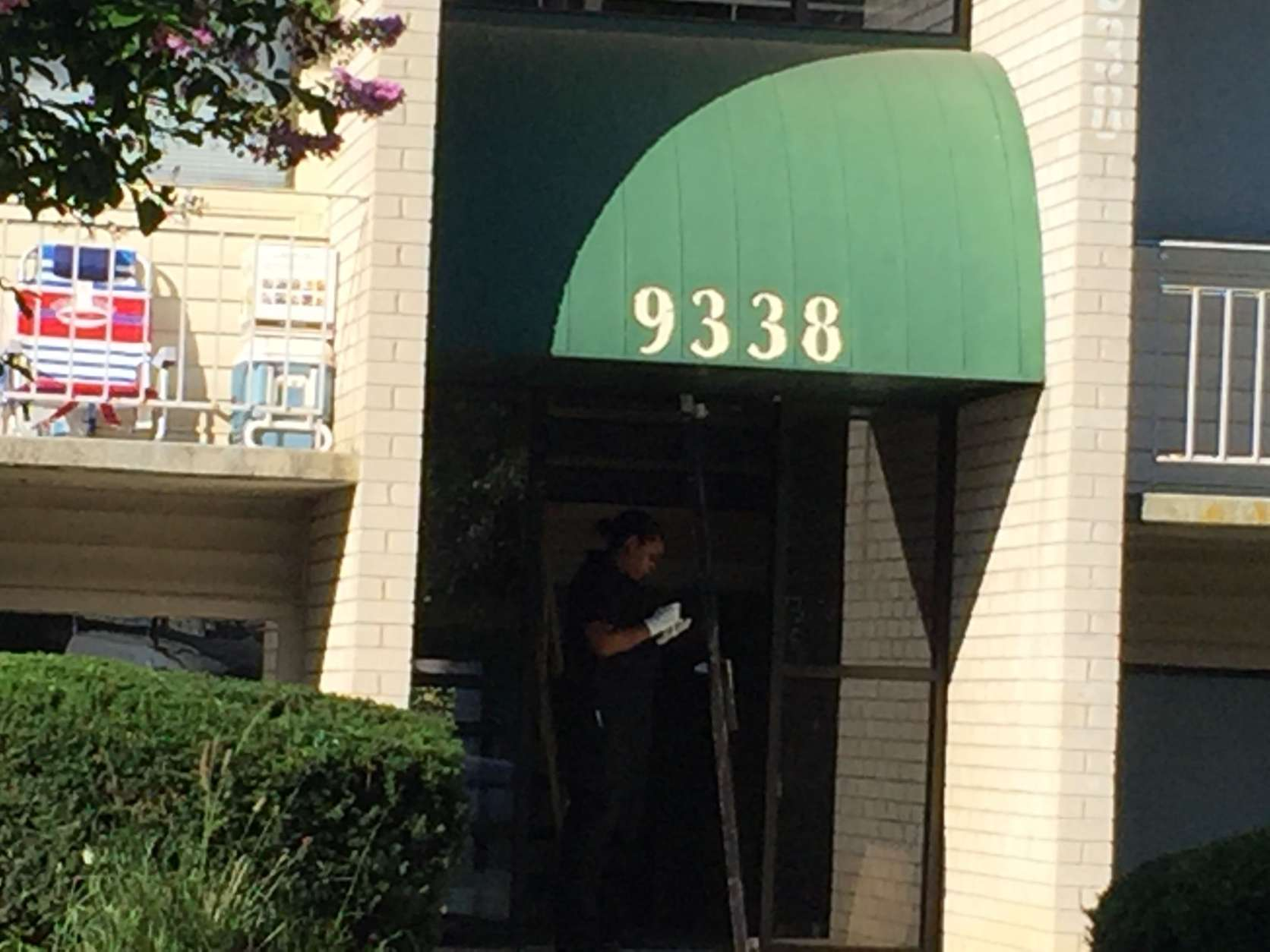 Two men were shot early Sunday at the Seven Springs Apartment Complex in College Park. One died after being taken to the hospital; the other is still listed in critical condition. (WTOP/John Domen)