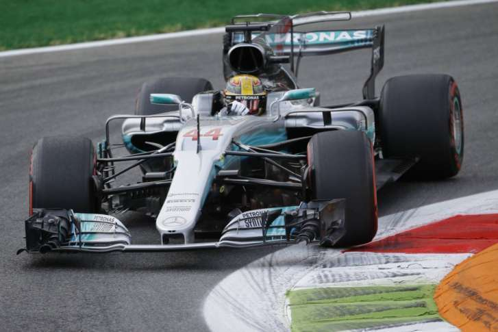 Bottas hails perfect day for Mercedes