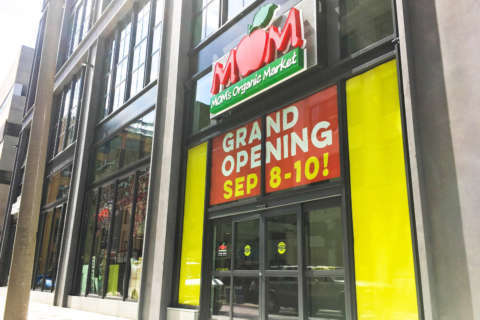 MOM's Organic Market opens first downtown Philly store