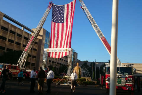 Hundreds climb more than 100 flights of stairs for fallen 9/11 firefighters