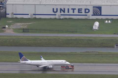 United Airlines flight diverts to Dulles; passenger dies on board