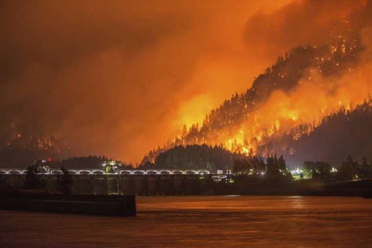 Gorge evacuations, I-84 closure as Eagle Creek Fire grows