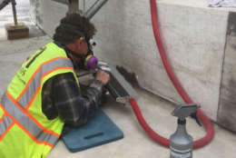 A worker uses the laser-abatement treatment to clean the Jefferson Memorial's biofilm. (Courtesy National Park Service)