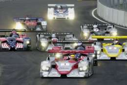 Pole sitter Frank Biela (1) leads off the American Le Mans Series' inaugural Washington Grand Prix with cars heading into turn one Sunday, July 21, 2002, in Washington. (AP Photo/Kenneth Lambert)