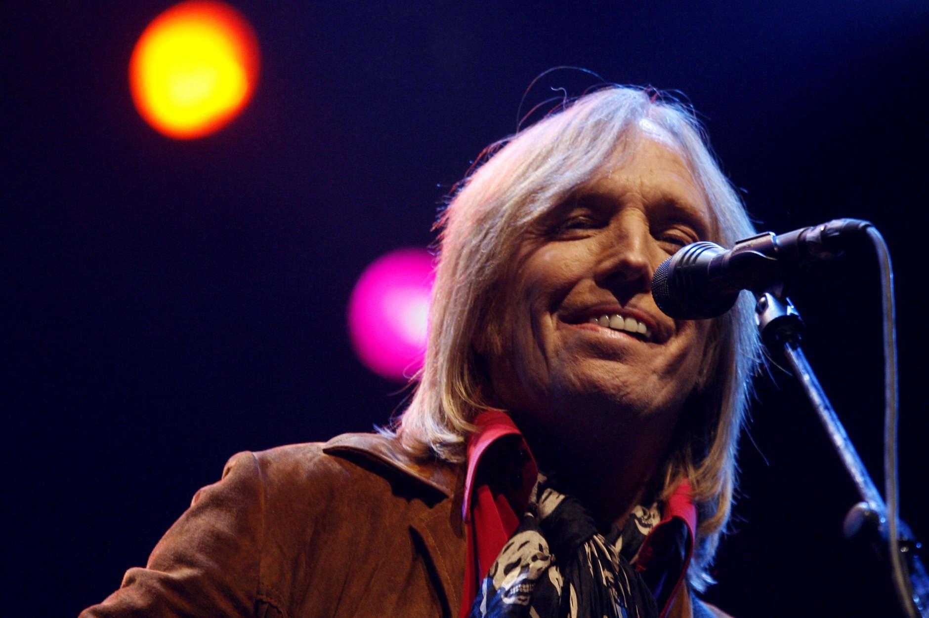 Tom Petty performs during the Vegoose music festival at Sam Boyd Stadium in Las Vegas on Saturday, Oct. 28, 2006. (AP Photo/Isaac Brekken)