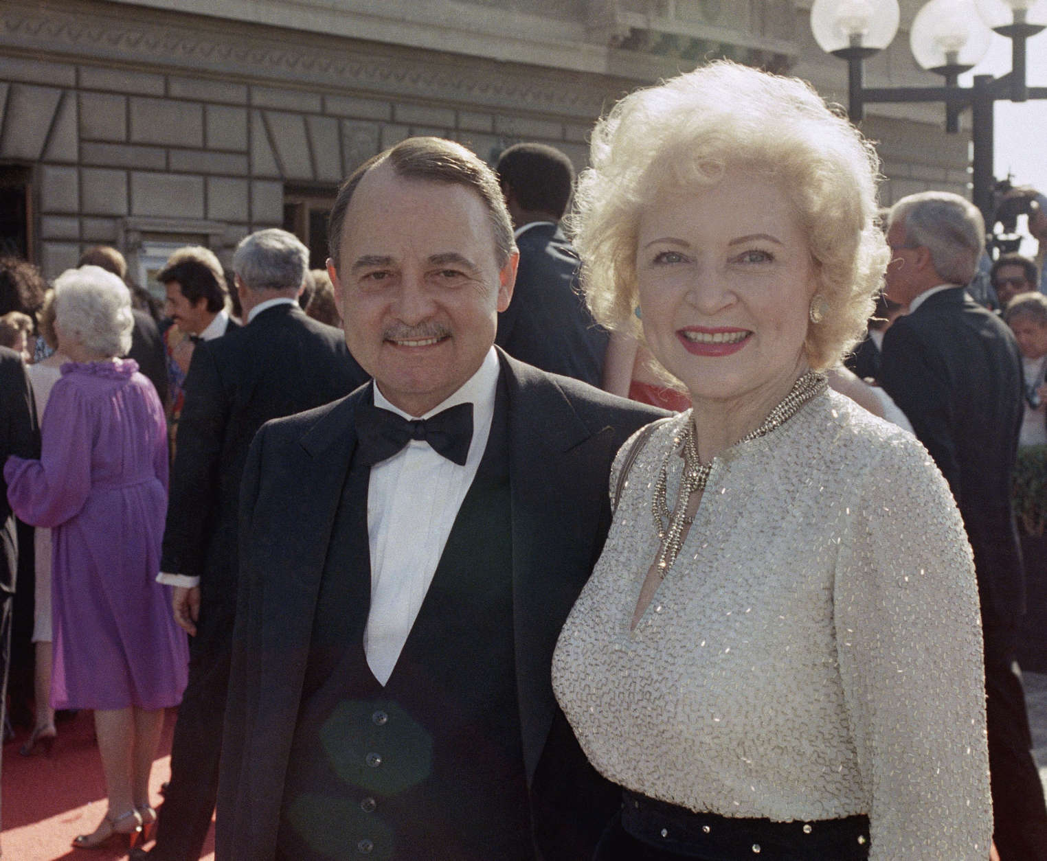 """Actor John Hillerman died Thursday, Nov. 9, 2017. He started as Higgins in """"Magnum, P.I."""" He is pictured here with actress Betty White at the Emmy Awards, Sept. 22, 1985 in Pasadena, California. (AP Photo/LIU)"""