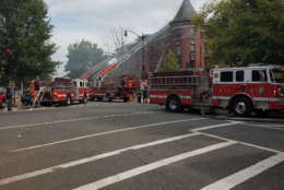 A fire in an apartment building at Vermont Avenue and Q Street in Northwest D.C. produced smoke that could be seen a long way off. (WTOP)