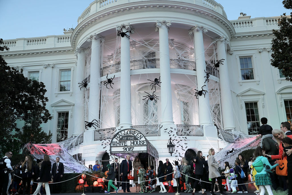 WASHINGTON, DC - OCTOBER 30:  U.S. President Donald Trump (L) and first lady Melania Trump host Halloween at the White House on the South Lawn October 30, 2017 in Washington, DC. The first couple gave cookies away to costumed trick-or-treaters one day before the Halloween holiday.  (Photo by Chip Somodevilla/Getty Images)