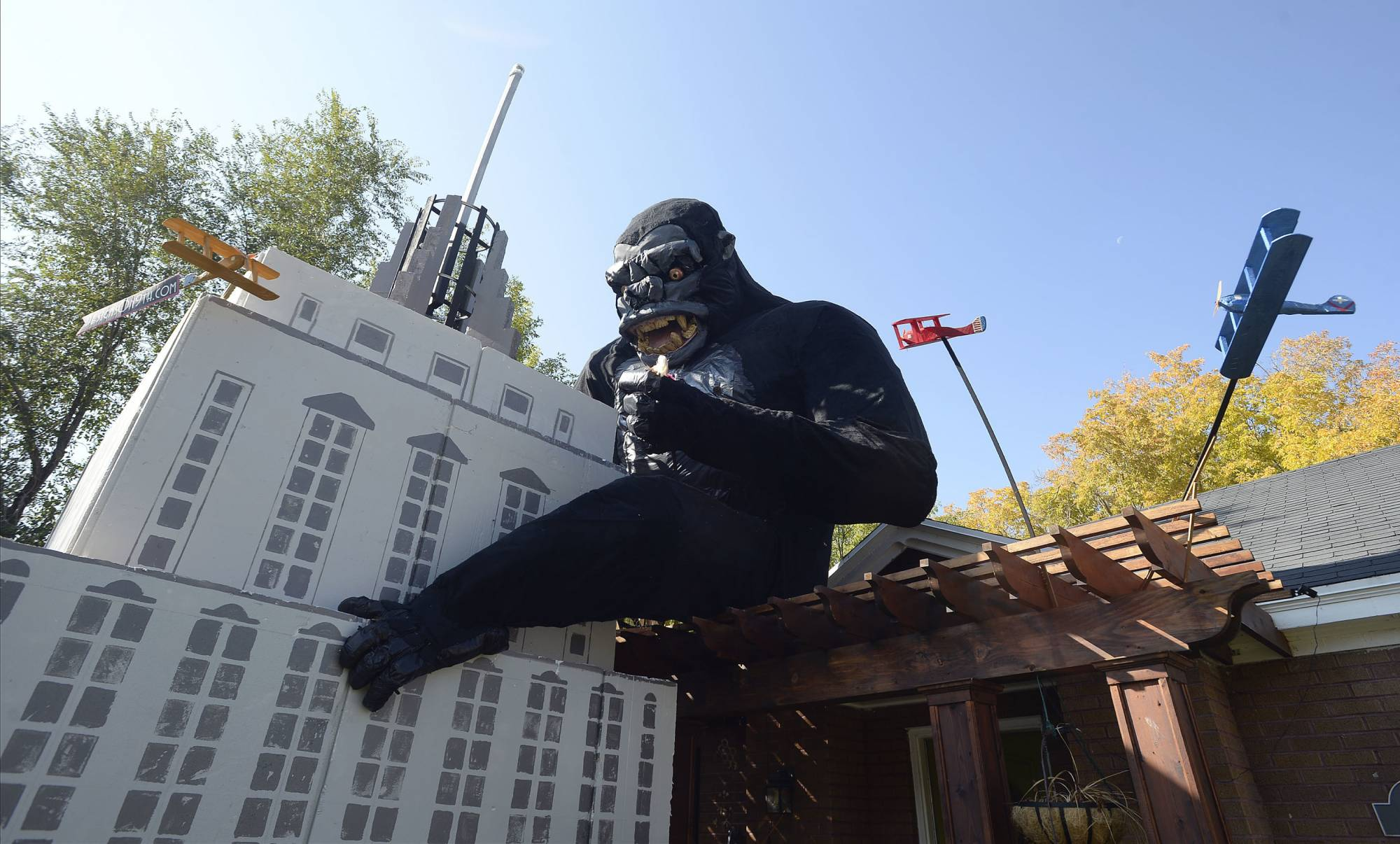 Salt Lake City man decorates house with a King Kong display | WTOP