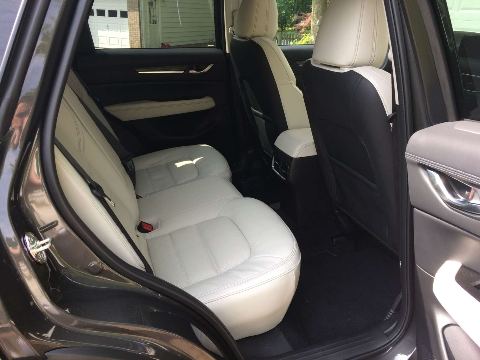 The heated leather sport seats are a very good quality, supportive and comfortable. Parris had the optional premium package that adds heated rear seats, a heated steering wheel and a windshield wiper de-icer. (WTOP/Mike Parris)