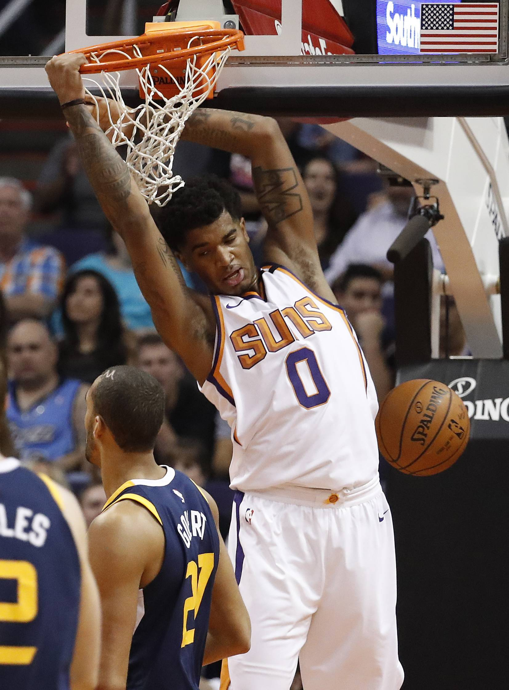 000f3a0c5bc PHOENIX (AP) — T. J. Warren scored 20 of his 27 points in the second half  and the energetic Phoenix Suns improved to 2-0 under new interim coach Jay  Triano ...