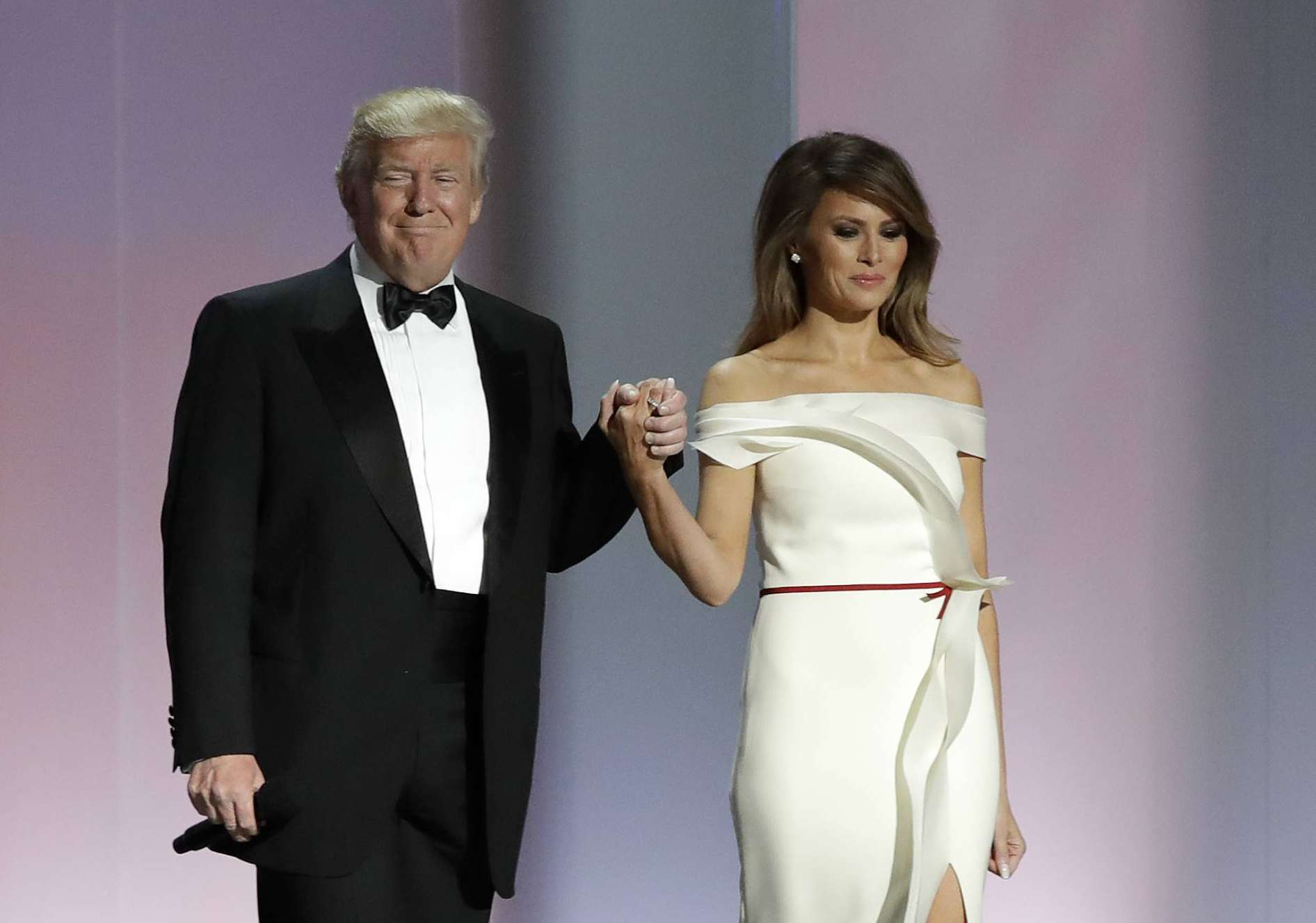 Melania Trump to donate inaugural ball gown to Smithsonian | WTOP
