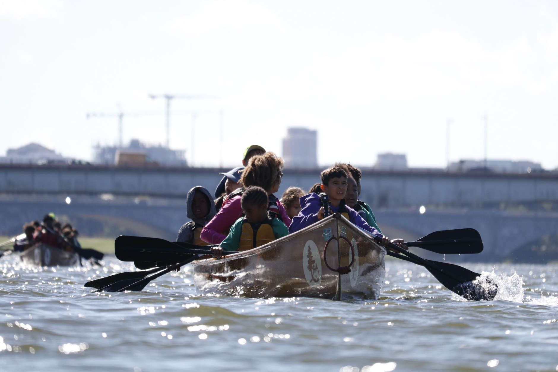 Fourth-graders paddle on the Potomac River. (WTOP/Kate Ryan)