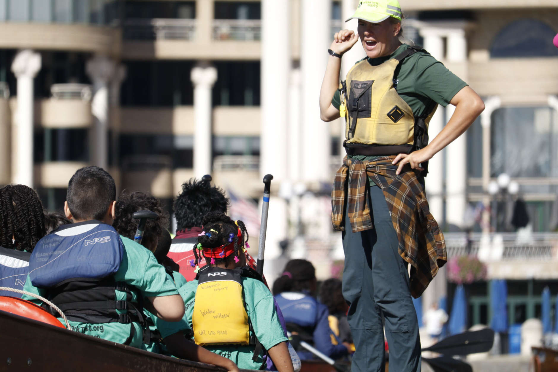 Fourth-graders get instruction before heading out on the Potomac River. (WTOP/Kate Ryan)
