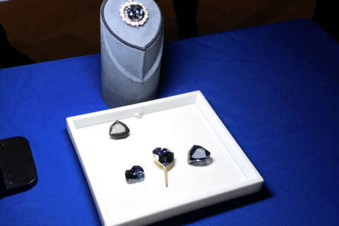 Replicas show what famed Hope Diamond looked like in 17th century