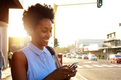 Honolulu passes law that makes texting while crossing the street illegal