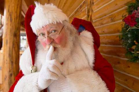'Who doesn't like cookies?' Santa answers questions from the DC area on WTOP