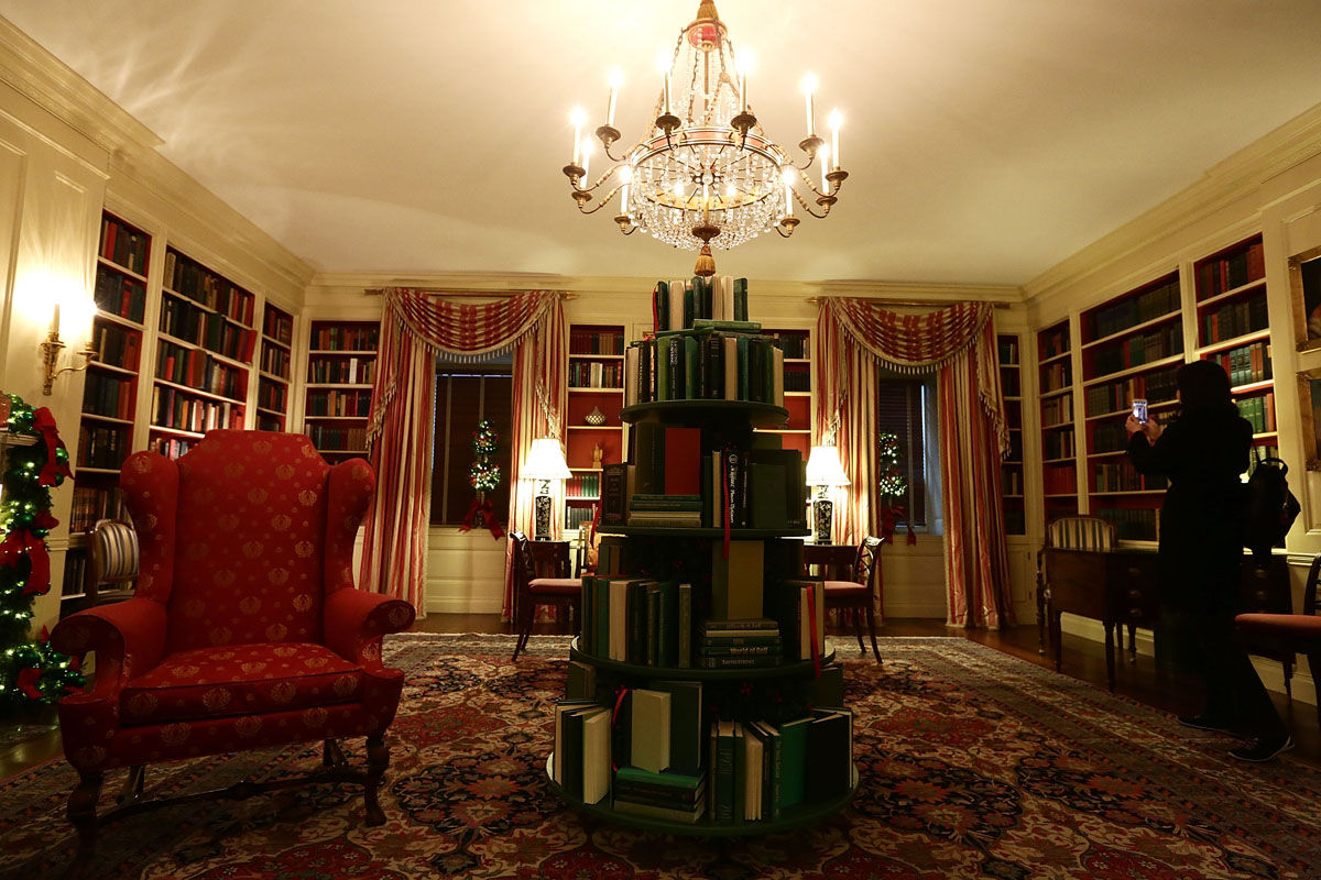 """WASHINGTON, DC - NOVEMBER 27:  The library at the White House during a press preview of the 2017 holiday decorations November 27, 2017 in Washington, DC. The theme of the White House holiday decorations this year is """"Time-Honored Traditions.""""  (Photo by Alex Wong/Getty Images)"""