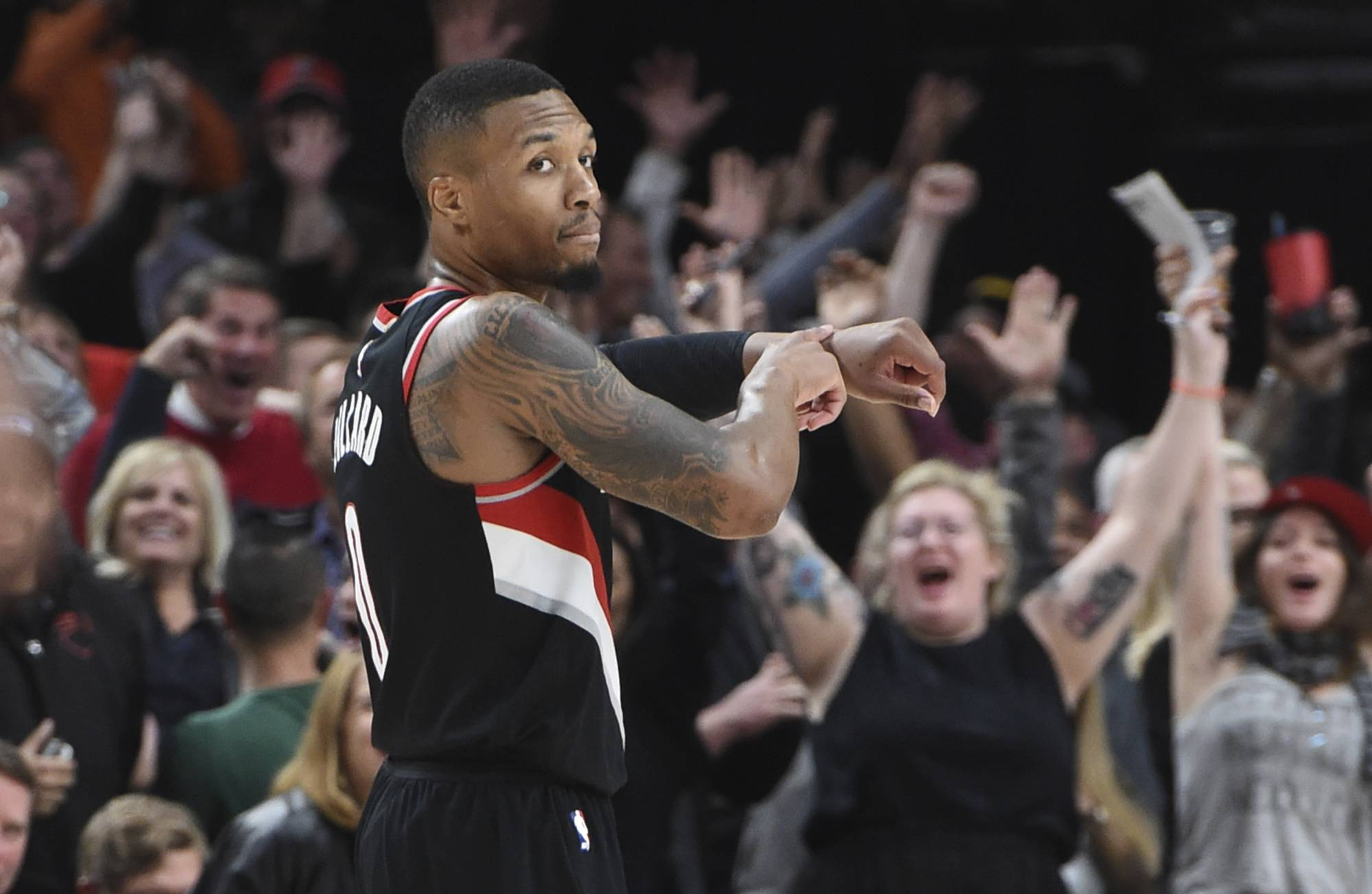 the best attitude 54418 54a2f newsobserver.com Lillard s 3 gives Blazers 113-110 win over the Lakers