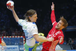 Slovenia's Jure Dolenec, left, shoot over Croatia's Luka Cindric to scroe during the 25th men's Handball World Championship bonze medal match Slovenia against Croatia at the Bercy arena in Paris, Saturday, Jan. 28, 2017. (AP Photo/Michel Euler)