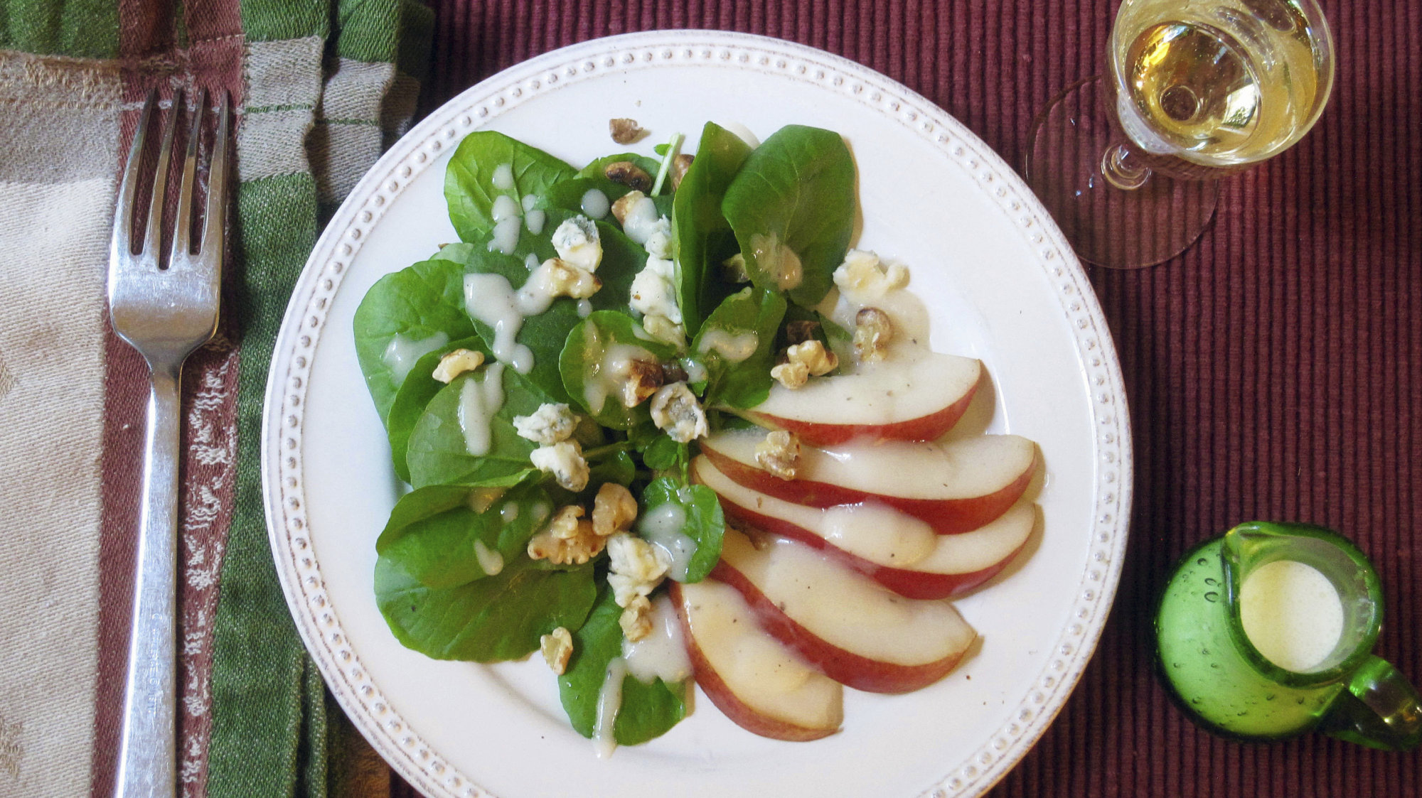 This Oct. 31, 2017 photo shows a green salad with pear dressing, Gorgonzola cheese and toasted walnuts in New York. This dish is from a recipe by Sara Moulton. (Sara Moulton via AP)