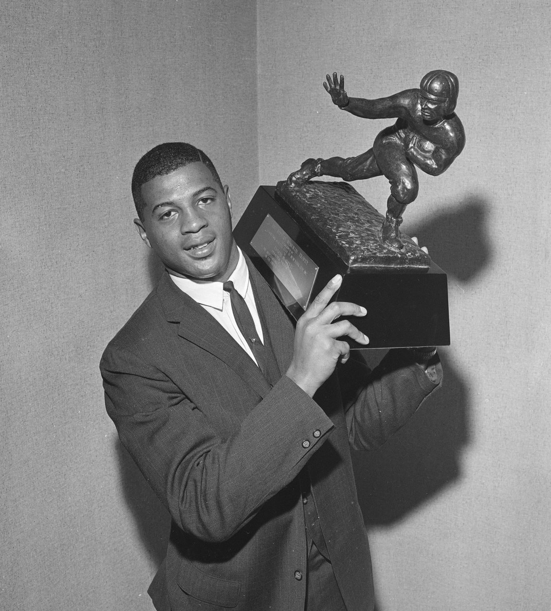 Ernie Davis, Syracuse University back, holds the Heisman Memorial Trophy which he receives Dec. 6, 1961 at a dinner in the Downtown Athletic club in New York City. The award is made annually to the nation's outstanding college football player. (AP Photo/Jack Harris)