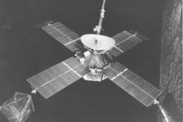 This is a view of Mariner 4 in flight attitude on July 13, 1965.  The 575-pound spacecraft climaxes an historic 228-day, 325-million-mile voyage to Mars tomorrow by capturing the first close-up photographs of another planet.  (AP Photo/NASA)