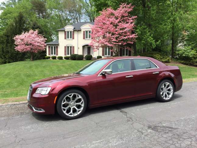 Chrysler 300C Platinum: Bold on the outside, luxurious on the inside ...