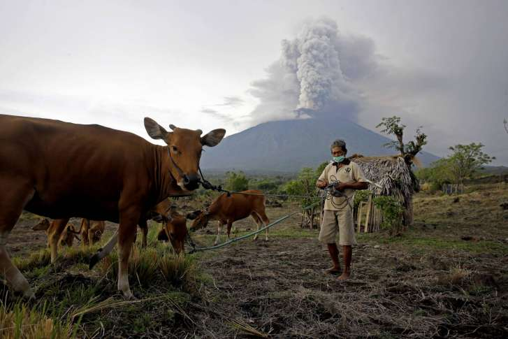 Indonesia volcano forces mass evacuation, shuts Bali airport