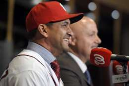 New Washington Nationals manager Dave Martinez speaks alongside general manager Mike Rizzo during a baseball press conference, Thursday, Nov. 2, 2017, in Washington. (AP Photo/Nick Wass)