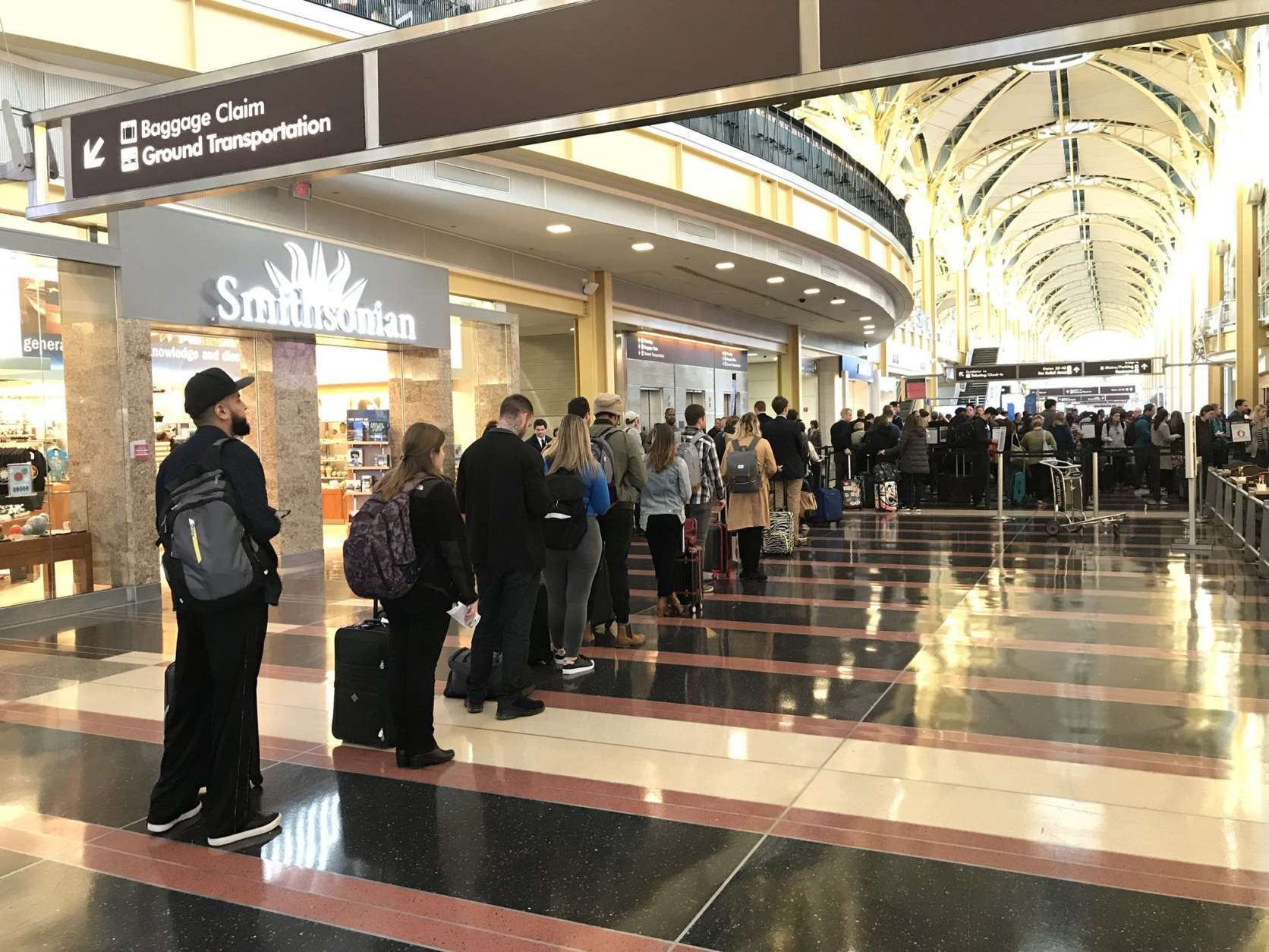 Security lines are getting longer at Reagan National Airport at 4 p.m. the afternoon before Thanksgiving 2017. (WTOP/Michelle Basch)