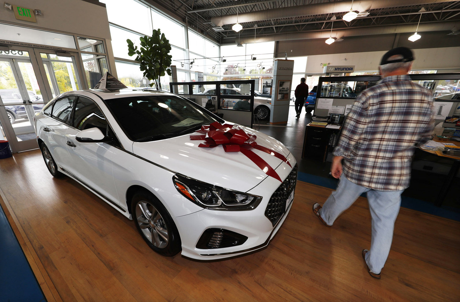 Black Friday Car Deals Know The Pros And Cons Of Leasing Or
