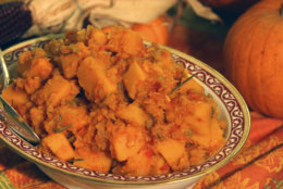 **FOR USE WITH AP LIFESTYLES**   The Kitchen Idiot's Tuscan-style squash stew, a Thanksgiving side dish, is seen Tuesday, Oct. 30, 2007.    (AP Photo/Howie Rumberg)