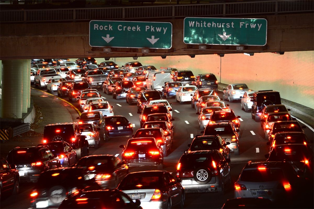 A traffic jam forms on the Interstate 66 Potomac Freeway through Foggy Bottom in D.C. during the 2015 National Christmas Tree Lighting. (WTOP/Dave Dildine)