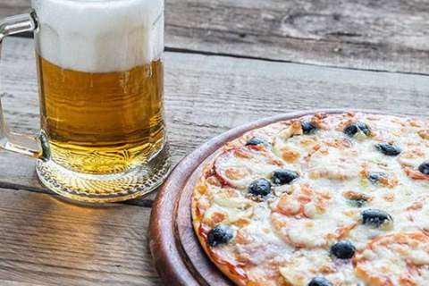 Pizza Hut testing beer, wine delivery with your pie
