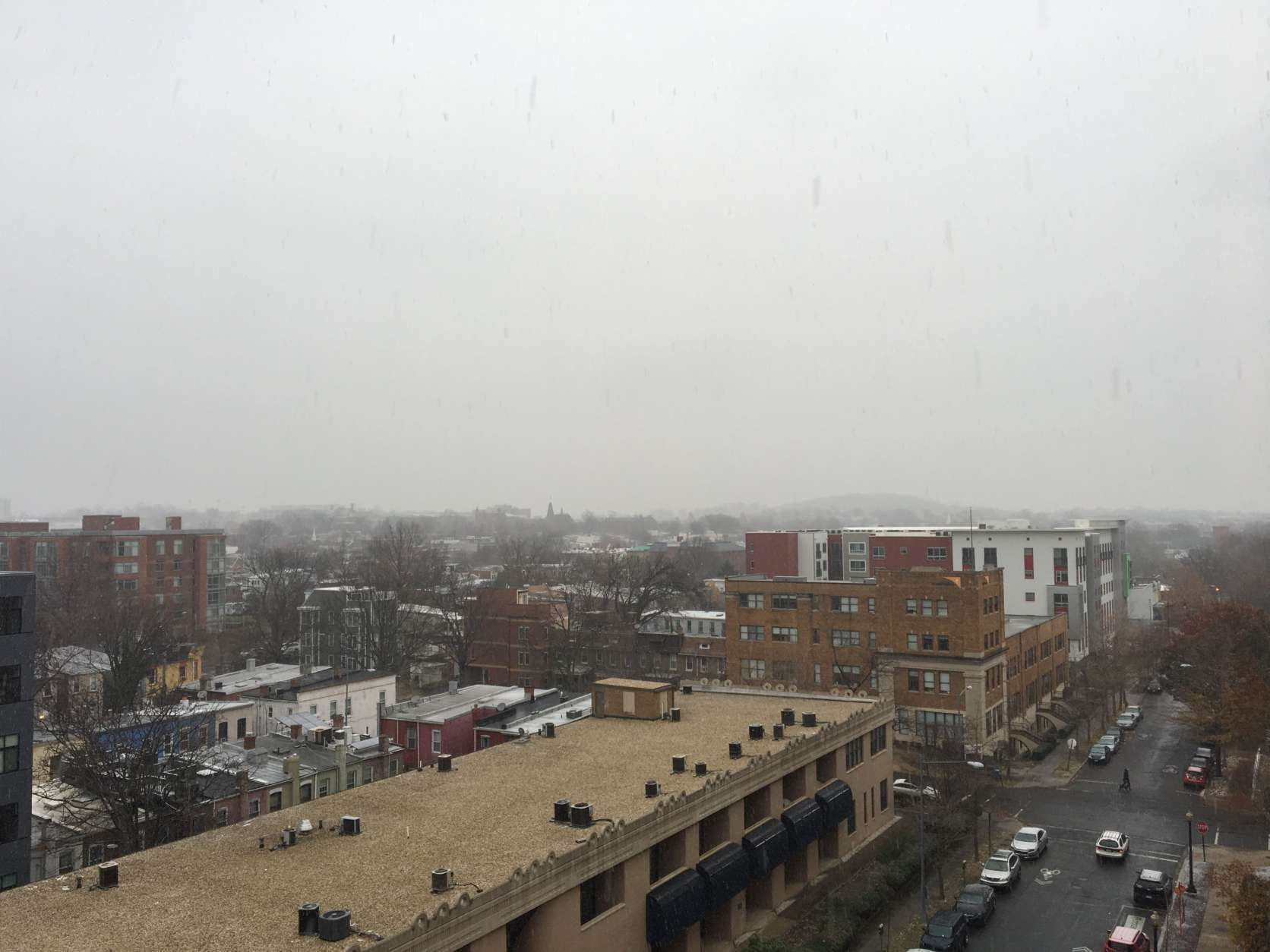 Clouds and snow fill the sky above northeast D.C. (WTOP/Sarah Beth Hensley)