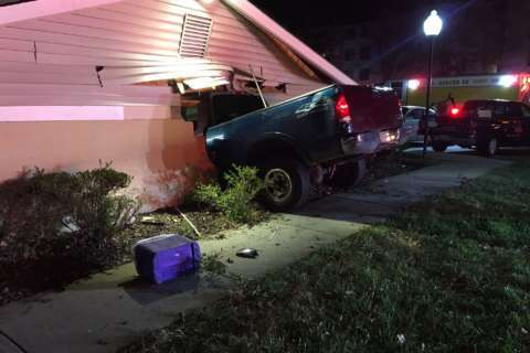 2 injured when truck crashes into Annapolis house
