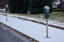 Snow lines sidewalks in the District. (WTOP/Dave Dildine)