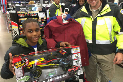 With grins and laughter, kids get help from DC police with holiday shopping