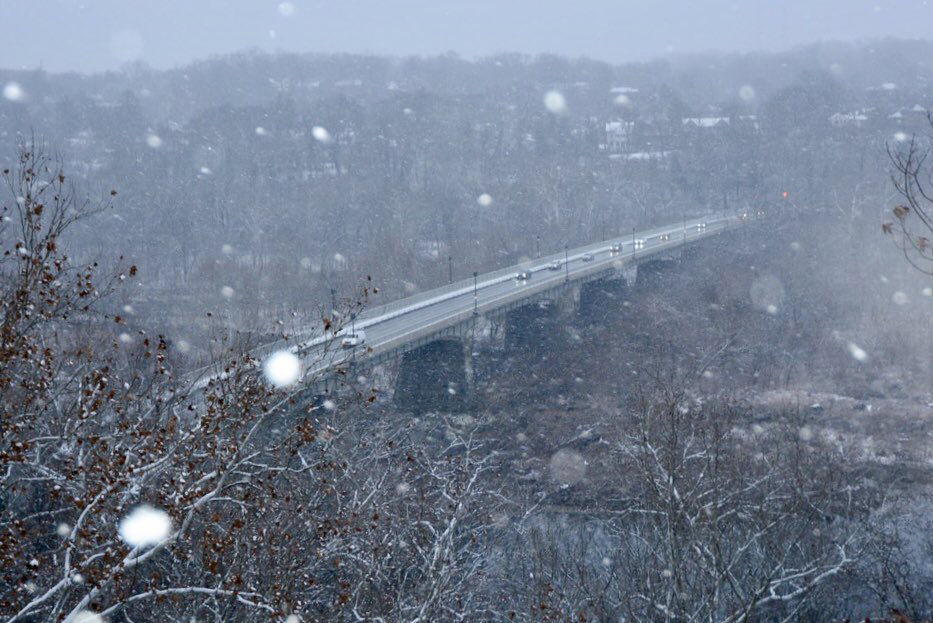 Snow falling on the Chain Bridge over the Potomac River in D.C. (WTOP/Dave Dildine)