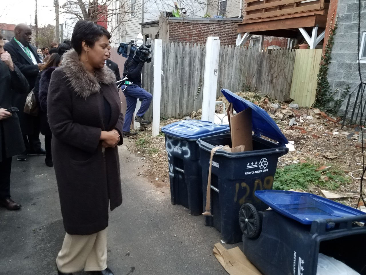 D.C. Mayor Muriel Bowser looks at some of trash that is improperly stored in the District. Improperly stored trash is one of the biggest contributor's to D.C.'s rat problem. (Courtesy Larry Janezich)
