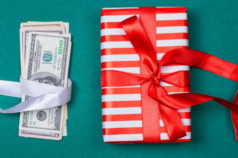 4 tips for talking money with your family over the holidays