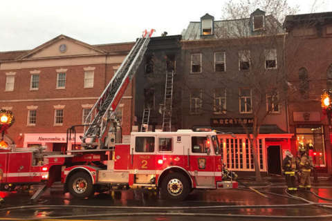 Fire chars Georgetown building