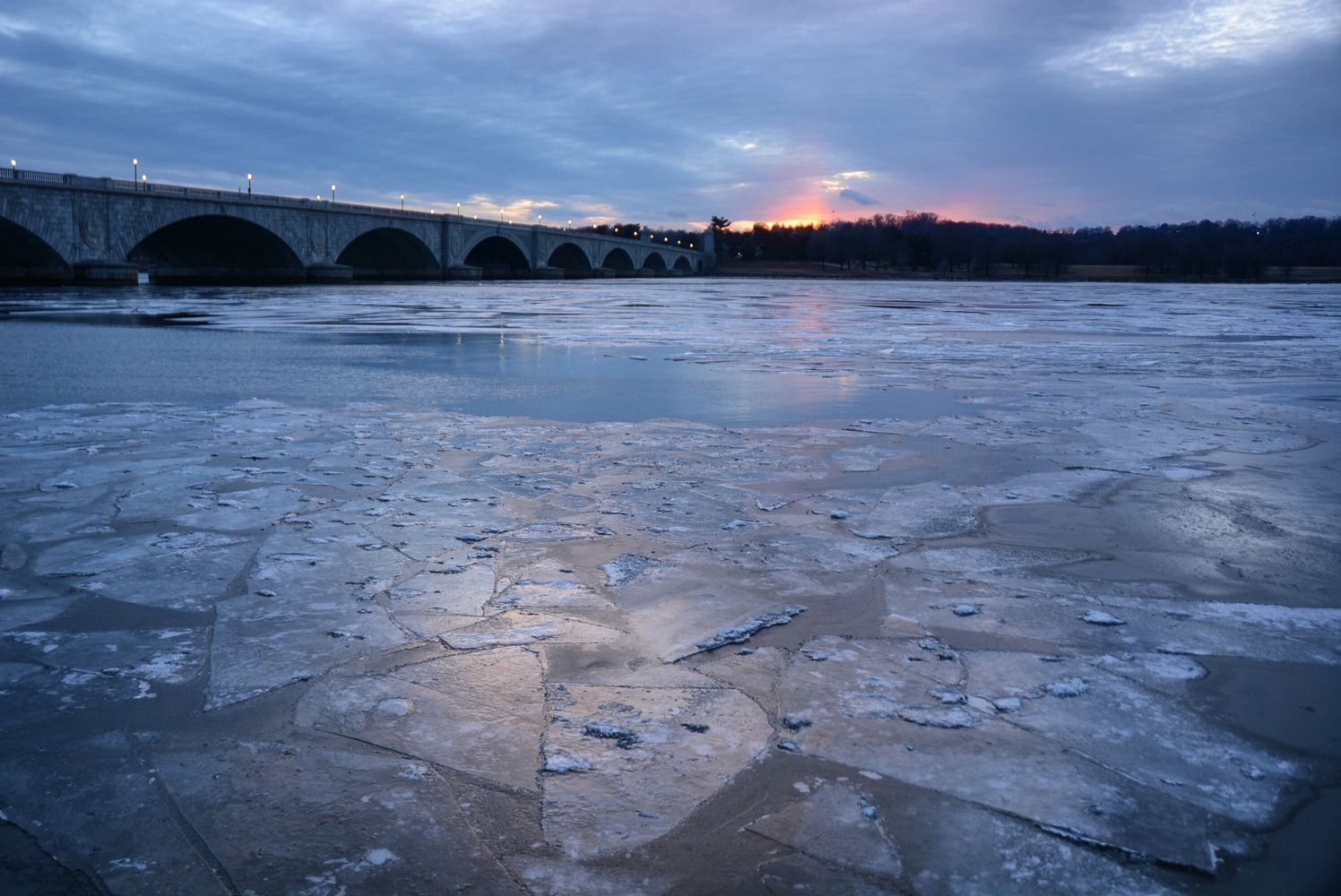 Sections of the tidal Potomac River begin to freeze from shore to shore in this photo taken late on December 31, 2017 as bitterly cold air settles over the Washington region. (WTOP/Dave Dildine)